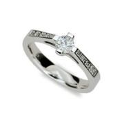 Dámský strieborny prsteň 1962